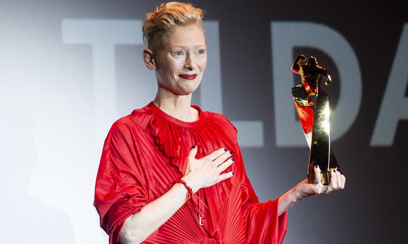 Tilda Swinton recibe el premio honorífico de Sitges en el día de la muerte de su padre