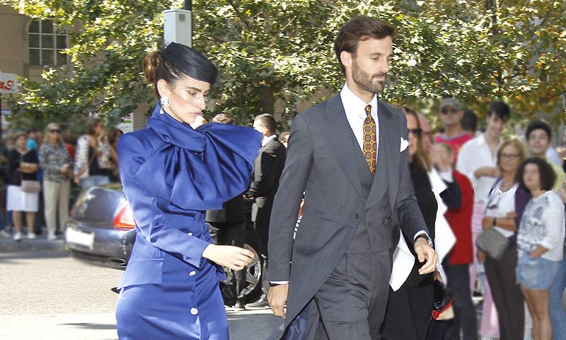 Enrique Solís presenta en sociedad a su nueva pareja, Alejandra Domínguez, en la boda de su primo