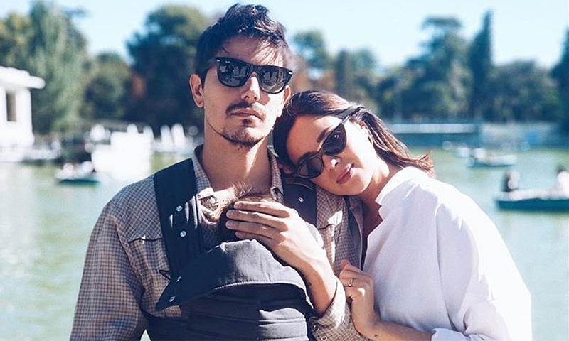 La foto familiar de Dafne Fernández para celebrar el primer mes de su hijo Jon