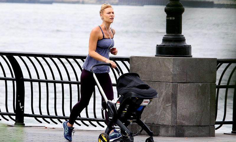 Claire Danes se pone en forma ¡con el carrito de su bebé!