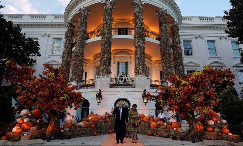 Donald y Melania Trump abren las puertas de la Casa Blanca para el tradicional 'truco o trato'