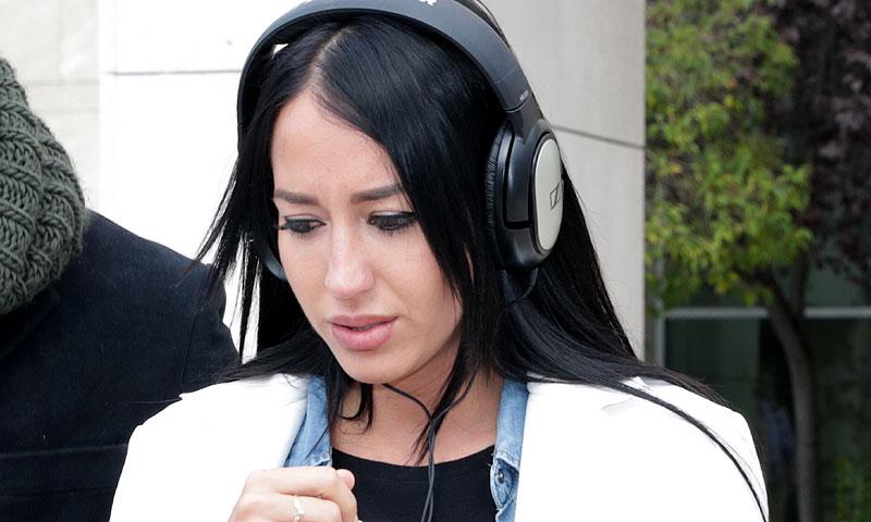 Aurah Ruiz sale llorando del juzgado tras su último encuentro con Jesé Rodríguez