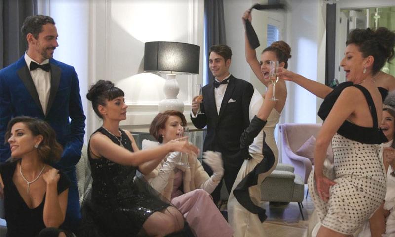 Paco León, Inma Cuesta... El elenco de '¡Arde Madrid!' nos descubren su divertida conexión con ¡HOLA!
