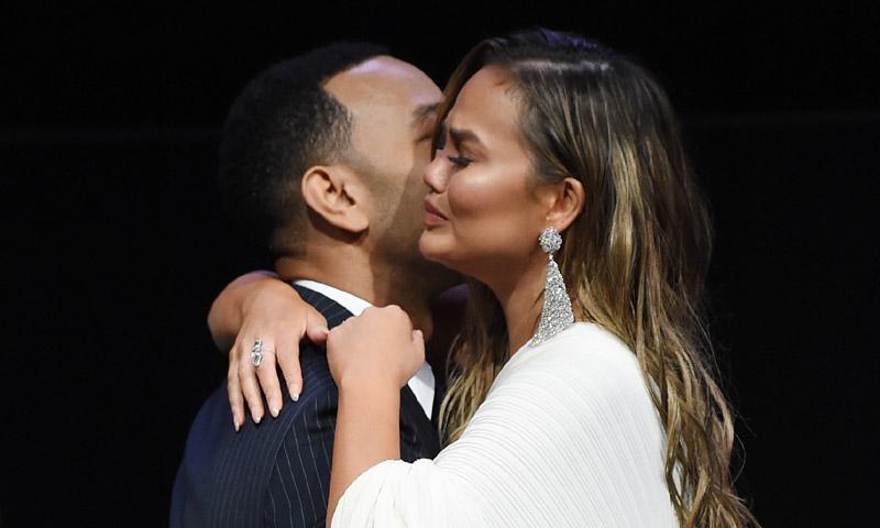 El emotivo discurso de John Legend que hizo llorar a Chrissy Teigen