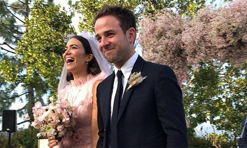 Mandy Moore, de 'This Is Us', una novia de rosa en su boda con el músico Taylor Goldsmith