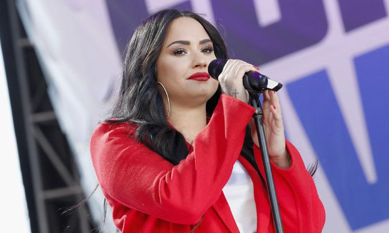 Demi Lovato reaparece con una espectacular cena de Acción de Gracias tras su rehabilitación