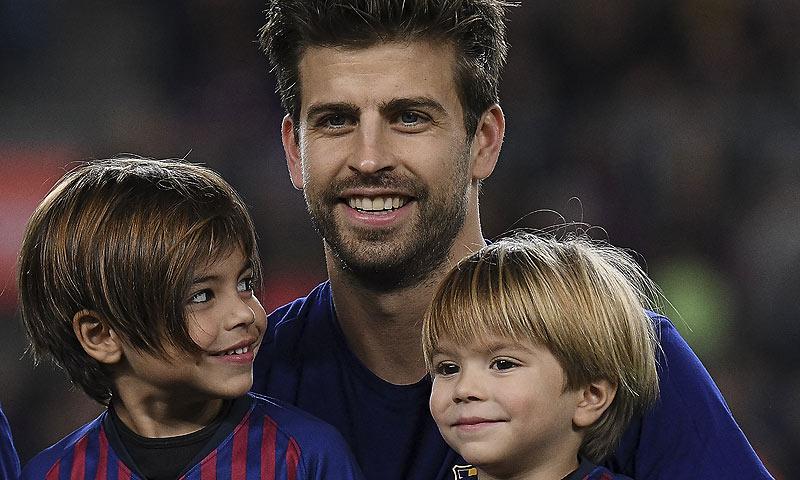 Las travesuras de Milan y Sasha al saltar al césped del Camp Nou