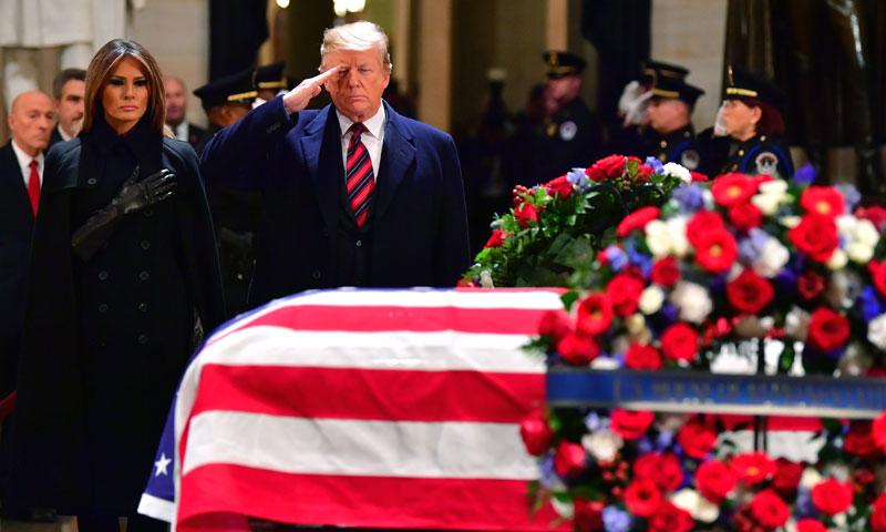 Trump arropa a la familia de George H.W. Bush en su último adiós al expresidente