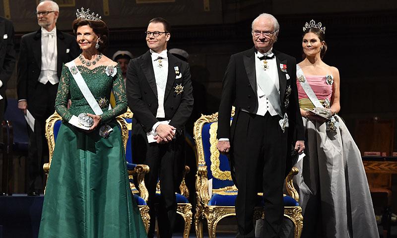 ¡Brillando de pies a tiara! Silvia, Victoria y Sofia de Suecia, espectaculares en los Premios Nobel 2018