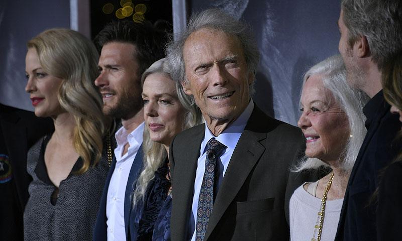 Clint Eastwood presenta en sociedad a su hija secreta, que fue dada en adopción