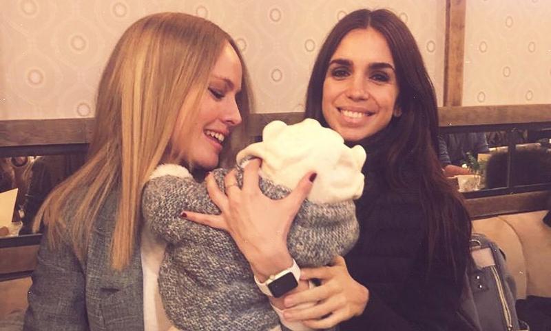 Elena Furiase y Esmeralda Moya recuerdan viejos tiempos en su tarde de mamis