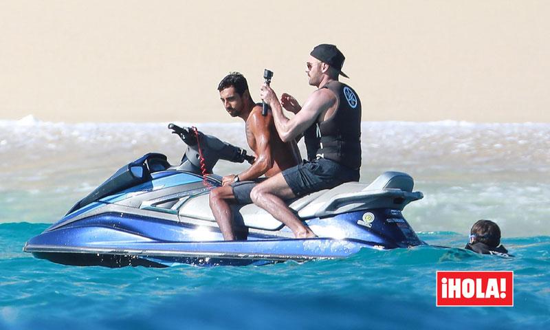 Zac Efron presume de 'cuerpazo 10' en sus vacaciones en el paraíso