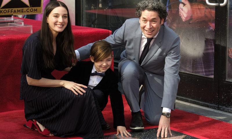 María Valverde asiste orgullosa a la entrega de la estrella de la Fama a su marido, Gustavo Dudamel