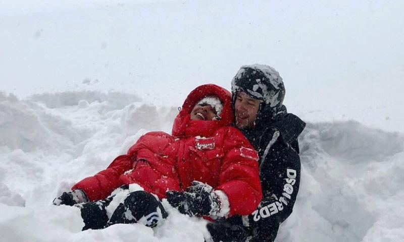 ¡Diversión bajo cero! Priyanka Chopra y Nick Jonas reúnen a sus familias en la nieve