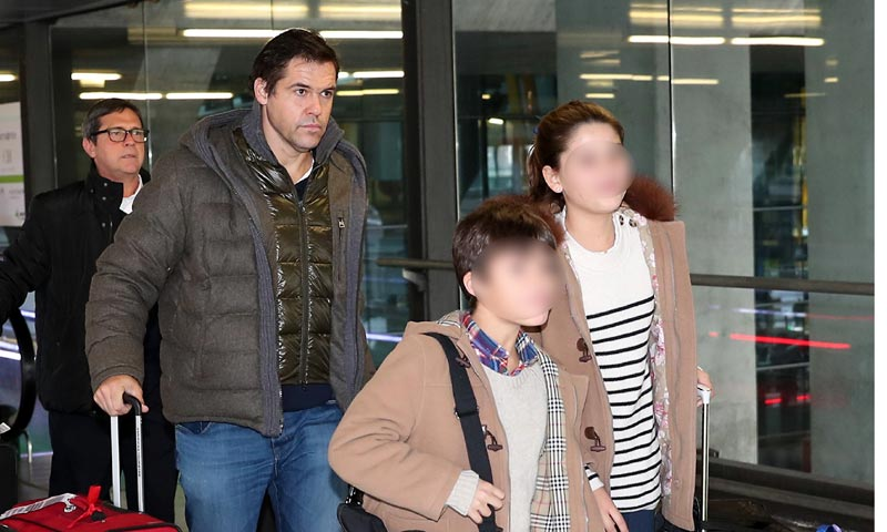 Luis Alfonso de Borbón regresa a España con sus hijos tras ser padre por cuarta vez