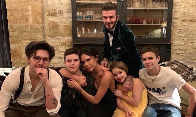 Los Beckham celebran el cumpleaños de su hijo Cruz atreviéndose con el patinaje sobre hielo