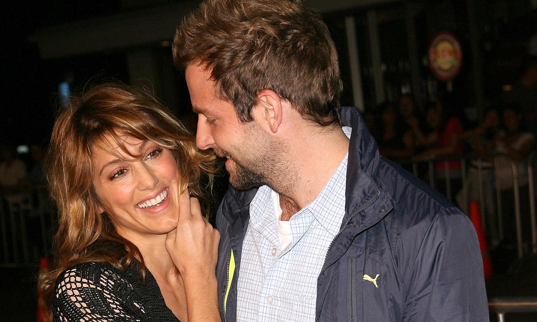 La exmujer de Bradley Cooper aclara su polémico comentario ante las críticas recibidas