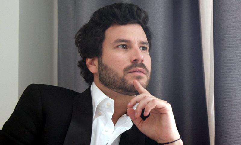 En ¡HOLA!, Guillermo Bárcenas, en la intimidad con el líder de Taburete
