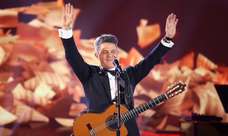 Alejandro Sanz vuelve a cantar al amor... ¡y no regresa solo!