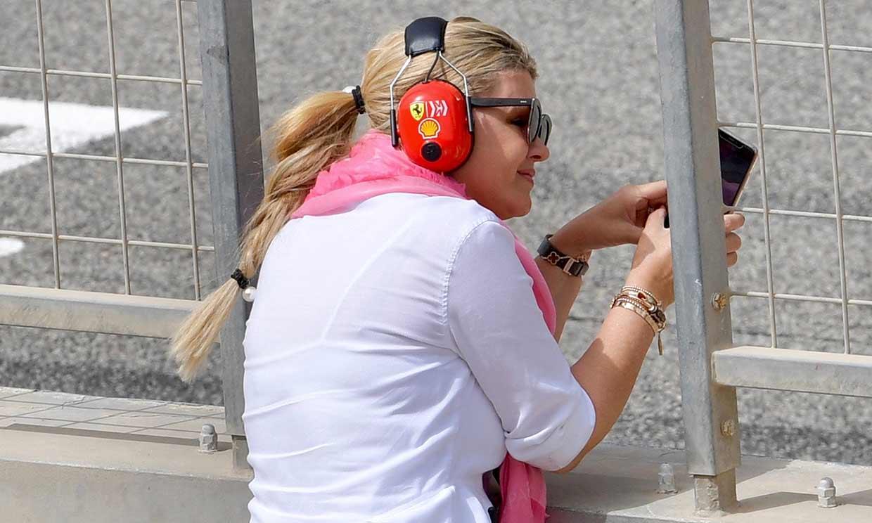 Corinna Schumacher, espectadora de excepción en el debut de su hijo al volante de un Ferrari