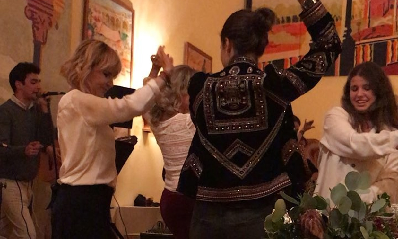 Eugenia Martínez de Irujo y Cayetana Rivera se arrancan por sevillanas en La Pizana
