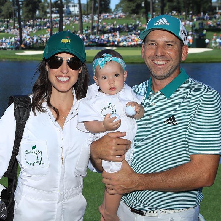 El golfista Sergio García presume de 'mini caddie' en el campo