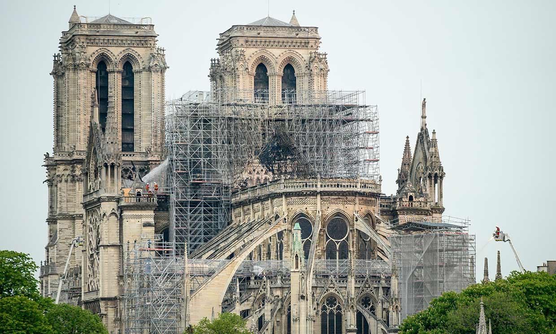 Personalidades de todos los ámbitos manifiestan su conmoción ante la tragedia de Notre Dame