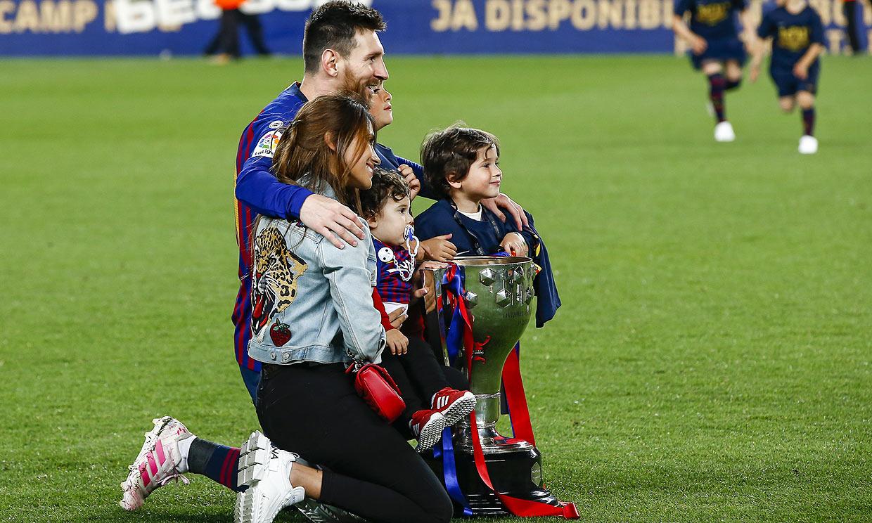 ¡Campeones! Shakira y Antonela Roccuzzo celebran con sus pequeños el título azulgrana