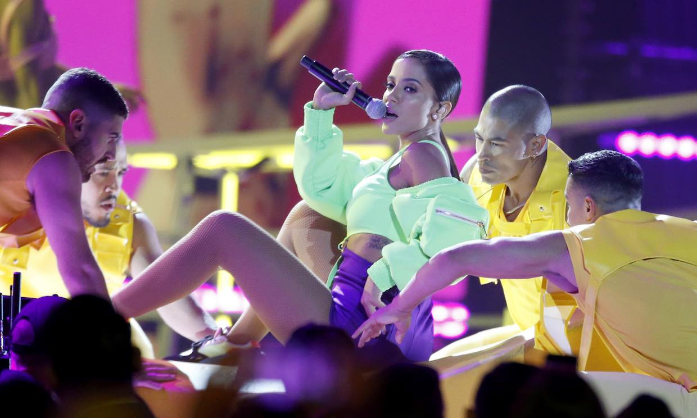 Anitta y Becky G. 'incendiaron' el escenario de la gala Billboard Latin y Rosalía puso el acento español