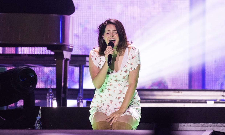 Un giro inesperado: Lana del Rey 'cambia' la música por la literatura