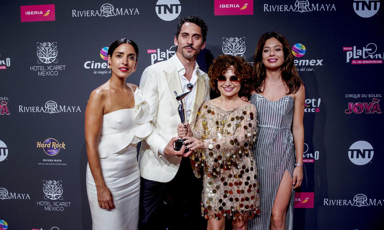 La emoción de Paco León, Inma Cuesta y Anna Castillo al ganar un Premio Platino por 'Arde Madrid'
