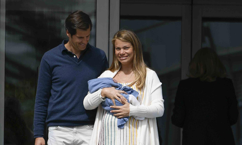 Carla Goyanes se va a casa con su tercer hijo, Beltrán