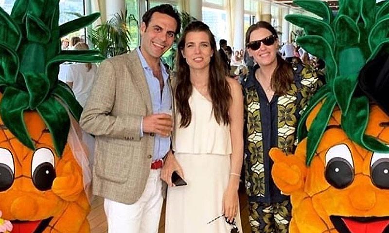 Carlota Casiraghi y Dimitri Rassam ponen el broche de oro a su boda en el Yacht Club de Mónaco