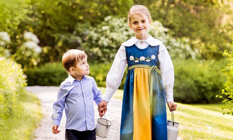 ¡Cuánto han crecido! Los príncipes Estelle y Oscar de Suecia, dos hermanos muy bien avenidos
