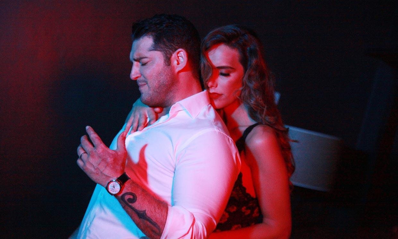 Exclusiva en HOLA.com: Manu Tenorio estrena el videoclip de su nuevo tema, 'El roce'