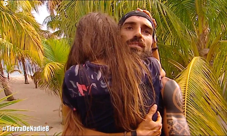 Violeta y Fabio anclan su futuro en una emotiva despedida: 'Fuera tenemos una vida juntos'