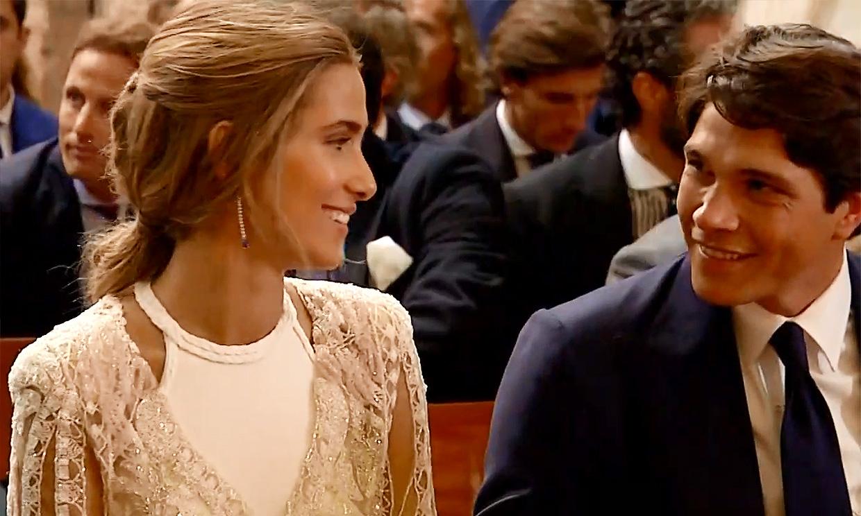 El himno de España suena en la ceremonia de María Pombo y Pablo Castellano