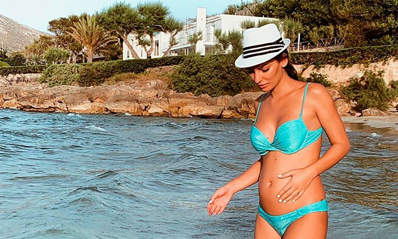 Beatriz Espejel presume de embarazo en bikini y pregunta a sus fans: ¿Será mini Bea o mini Koke?