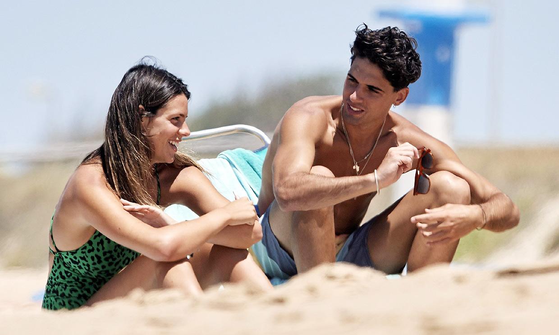¡Vacaciones en familia! Laura M. Flores disfruta de las playas de Cádiz con su hijo y su novio