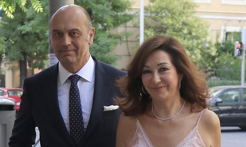 Ana Rosa Quintana comienza sus vacaciones con una boda