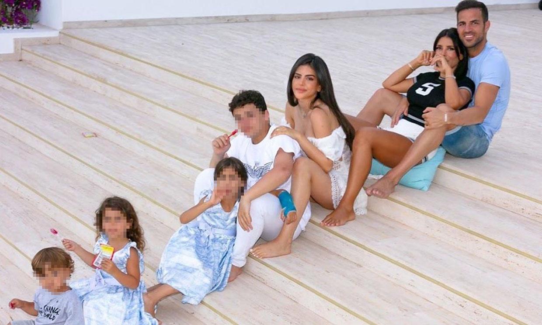 Daniella Semaan y Cesc Fábregas, vacaciones familiares a orillas del Mediterráneo