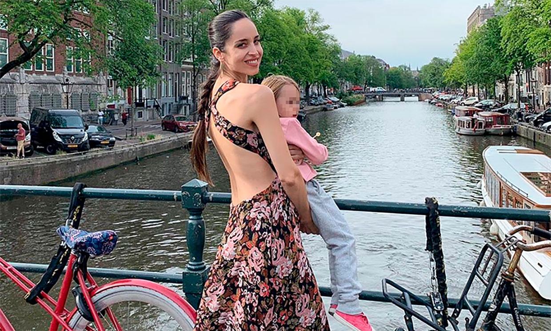 Lorena Van Heerde le enseña muy ilusionada a su hija la ciudad donde nació