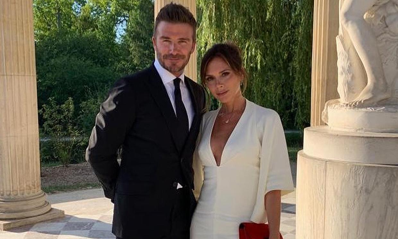 ¡Como Reyes! Los Beckham celebran su 20 aniversario en Versalles