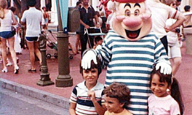 La pareja de prometidos que coincidió en una foto en Disney World cuando eran niños
