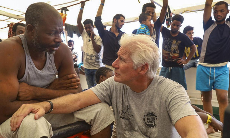 Richard Gere; muy cercano y entrañable en su visita al 'Open Arms'