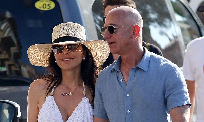 Jeff Bezos surca las aguas de Mallorca con su novia y su grupo de amigos