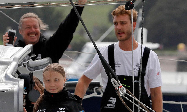 Pierre Casiraghi y Greta Thunberg alcanzan aguas españolas y ven delfines en su primera noche en el mar