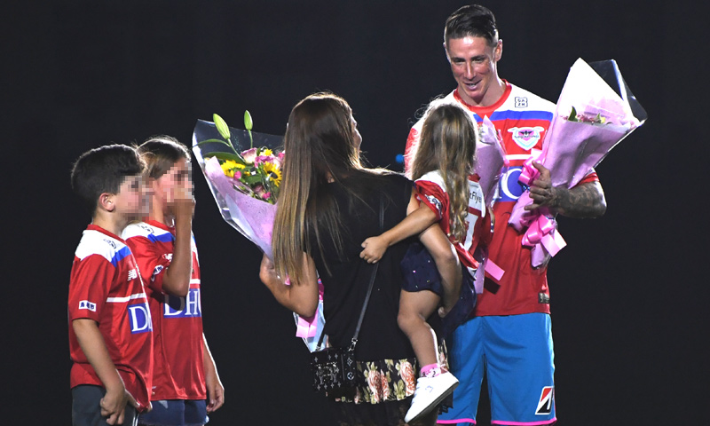La emotiva retirada de Fernando Torres rodeado de su familia