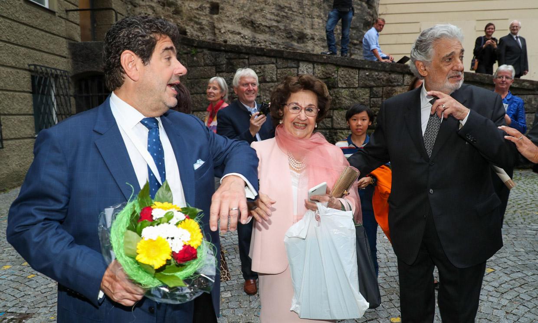 EXCLUSIVA: Primeras imágenes de Plácido Domingo, arropado por su mujer y su hijo tras la polémica