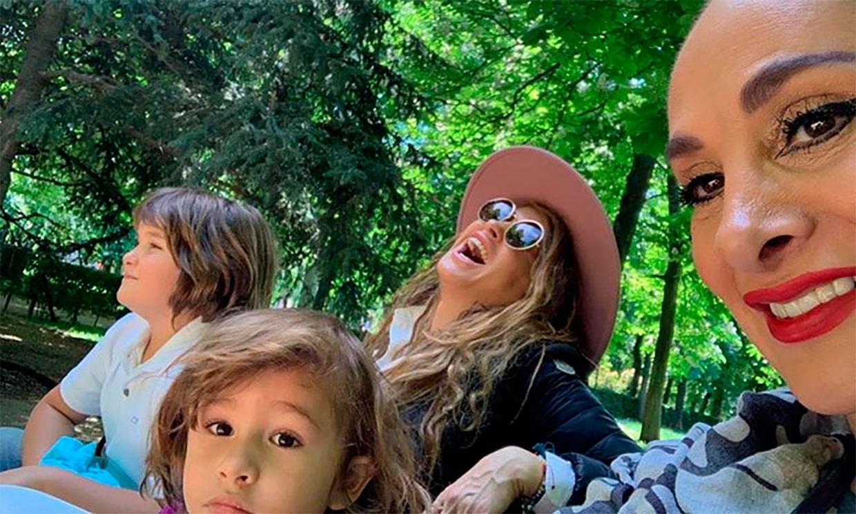 La foto de familia de Paulina Rubio provoca el terrible enfado de su ex Gerardo Bazúa